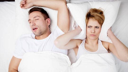 Snurken of zelfs slaapapneu? Laat dit niet op z'n beloop!